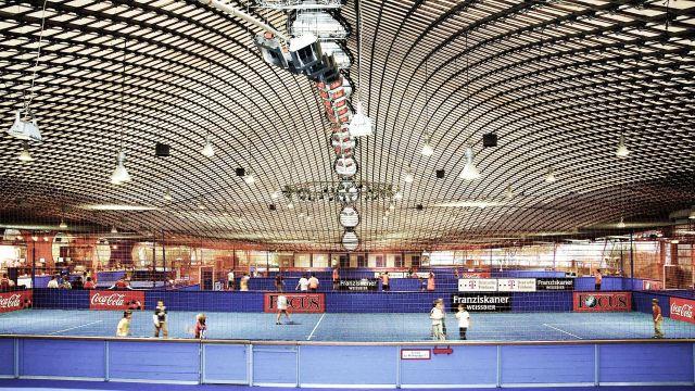Hellstrahler von Schwank in einer Indoor Soccerhalle.